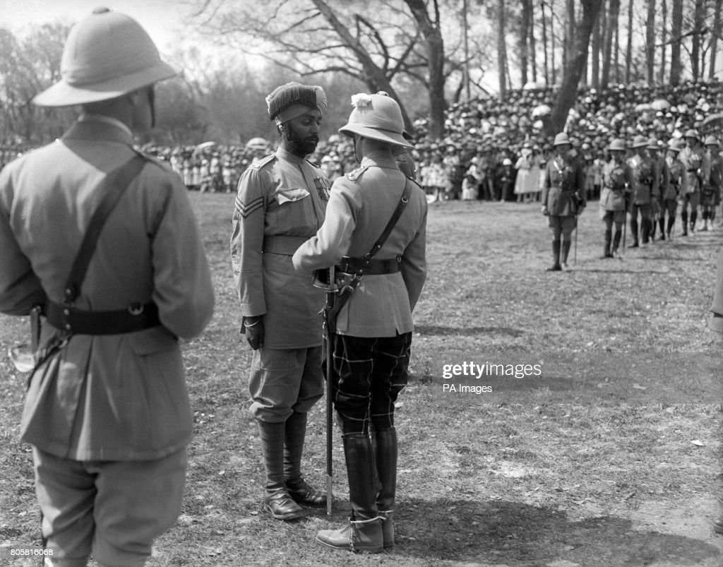 The Prince of Wales presents the Victoria Cross to Sepoy Ishar Singh of the 28th Punjabi`s He is the first Sikh soldier to receive this coveted...