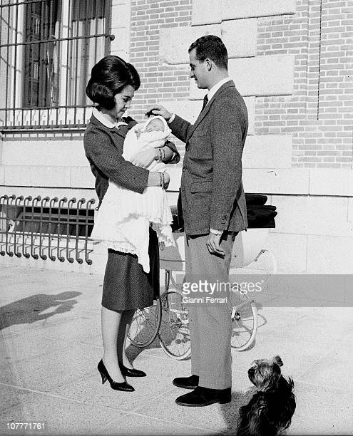The princes Juan Carlos of Borbon and Sofia of Greece along with his daughter Elena born December 20 1963 at the Zarzuela Palace Madrid Spain