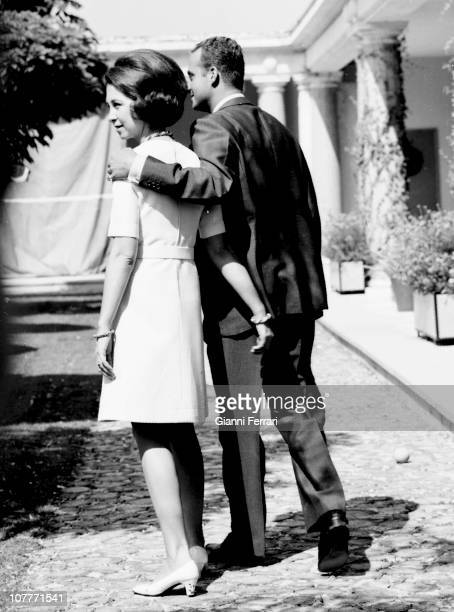 The princes Juan Carlos of Borbon and Sofia of Greece in the garden of the Zarzuela Palace First January 1970 Madrid Spain