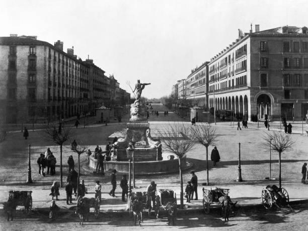 Zaragoza Fountain Wall Art