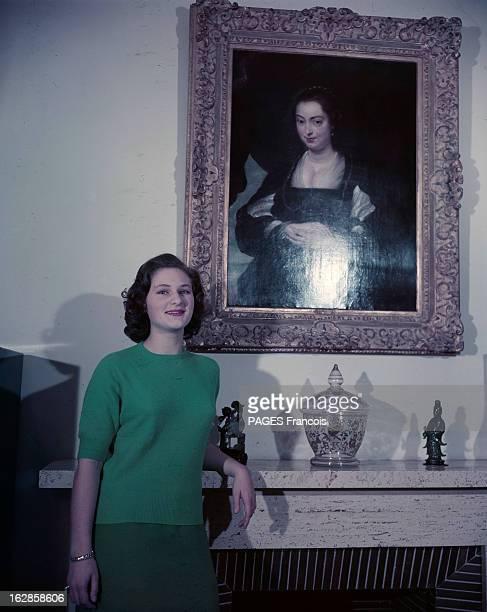 The Princess Falizet. Portrait de la princesse FALIZET, fiancée du roi d'Irak, en pull manches courtes et jupe, posant accoudée à une cheminée,...