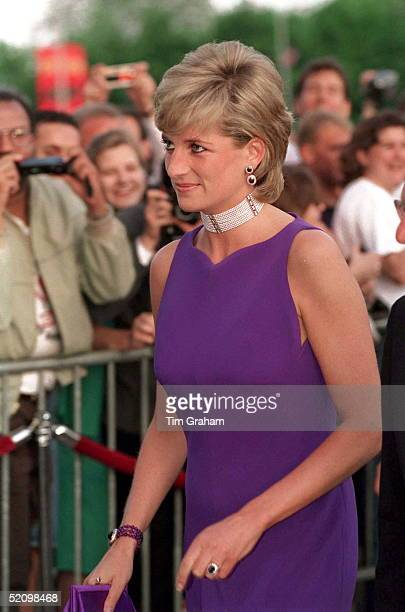 The Princess Of Wales At A Gala Dinner At The Field Museum Of Natural History Chicago She Is Wearing A Dress By Fashion Designer Versace