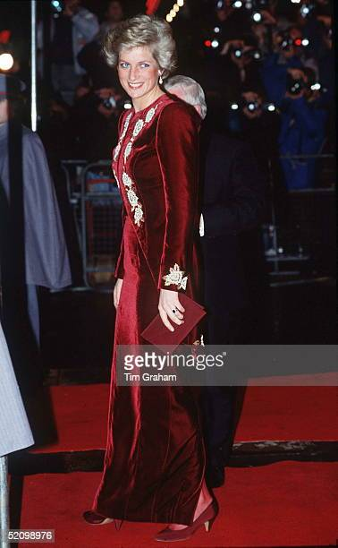 The Princess Of Wales Attends The Premiere Of The Film 'steel Magnolias' At The Odeon Leicester Square London In Aid Of The Princes' Trust Charity