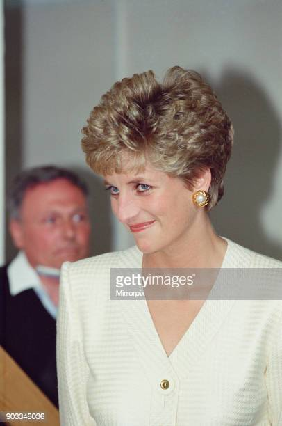 The Princess of Wales Princess Diana visits Papworth Hospital Cambridge Cambridgeshire Papworth Hospital is a heart and lung hospital in...
