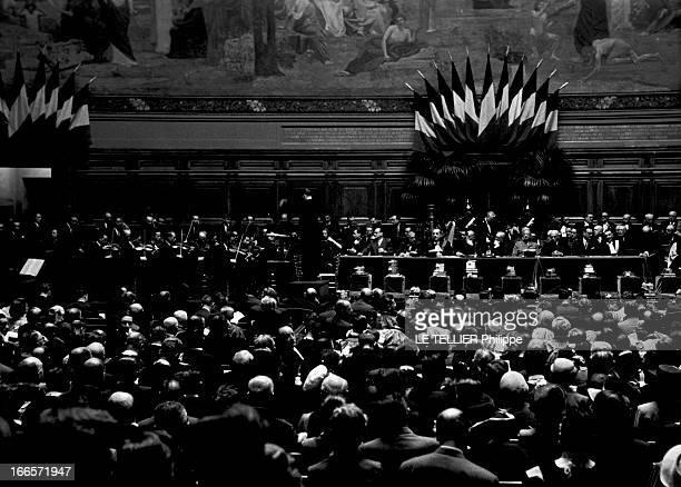 The Prize Of The General Contest In La Sorbonne. Paris - juin 1953 - A l'occasion de la remise des prix aux lauréats du concours général : vue...