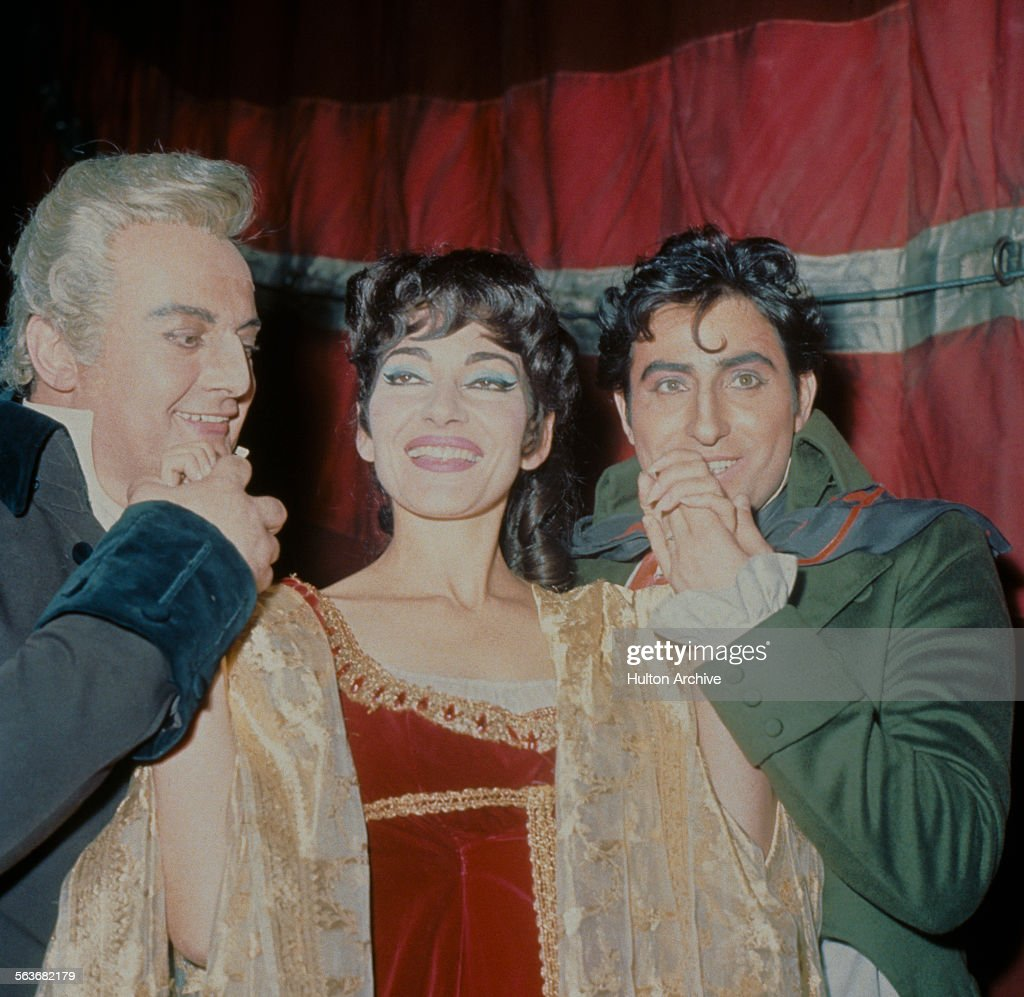 Tito Gobbi (1913 - 1984) as Scarpia, Maria Callas (1923 - 1977) as Tosca, and Renato Cioni (1929 - 2014) as Mario Cavaradossi, in Puccini's 'Tosca' at the Royal Opera House, Covent Garden, London, January - February 1964. The production was directed by Franco Zeffirelli, with costumes by Marcel Escoffier.