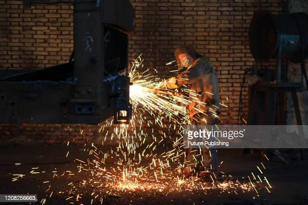 The production workshop of CRRC Changzhou Vehicle Co., Ltd. Is full of sparks. Workers are making and repairing orders for domestic and foreign...
