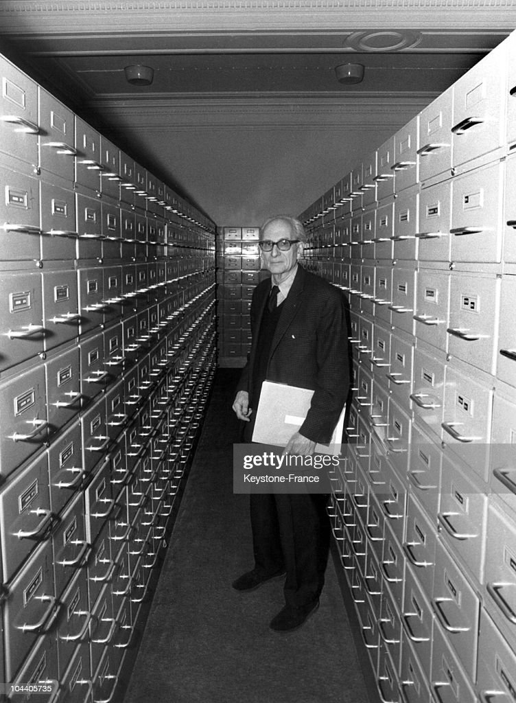 Claude Levi-Strauss At The Social Anthropology Laboratory 1967 : News Photo
