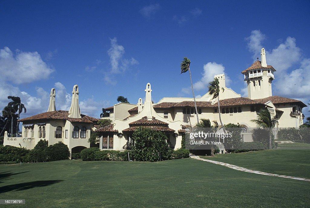 The Property Of Donald Trump In Palm Beach. Le 19 novembre 1993, vue extérieure du bâtiment et du jardin avec des palmiers de Mar-a-lago à Palm Beach en Floride.