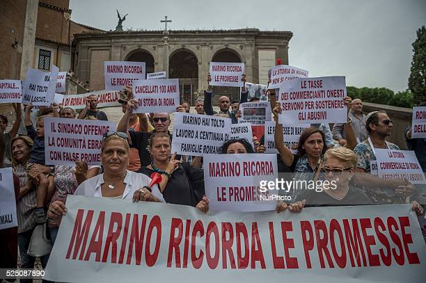 The protest of quotUrtistiquot historians Jews souvenir sellers who have complained that moved from their positions in Rome on September 9 2015