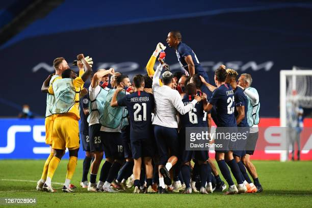 The PSG team celebrate victory after the UEFA Champions League Semi Final match between RB Leipzig and Paris Saint-Germain F.C at Estadio do Sport...