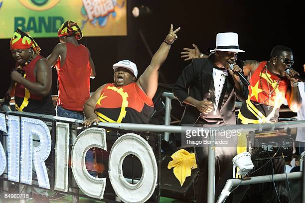 The Psirico band led by the singer Márcio Vitor with white hat and the group Dog Murra from Angola one of the greatest representatives of the...