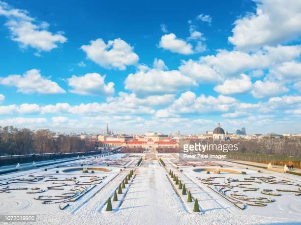the public belvedere park in the winter, vienna, austria - viena áustria - fotografias e filmes do acervo