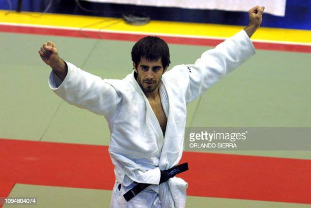 The Puertorican Abderraman La Roche holds his arms up 29 November 2002 after winning the gold medal in the judo competiton category of 82kg of the...
