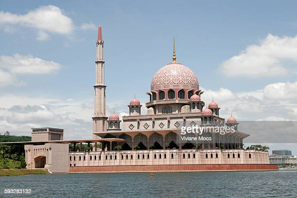 The Putra Mosque in Putrajaya is based on Central Asian Islamic design with a distinctive Persian dome and a 116m minaret inspired by the Sheikh Omar...