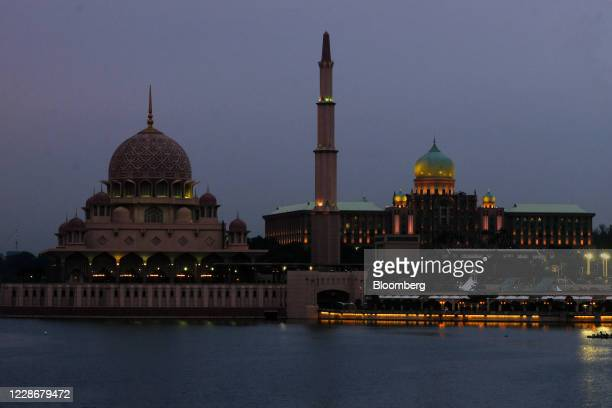 The Putra Mosque stands on the banks of the Putrajaya Lake left near the Perdana Putra the office complex of the Prime Minister of Malaysia in...