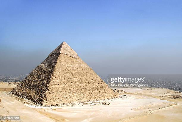 the pyramid of chephren, giza, egypt. - pyramid stock pictures, royalty-free photos & images