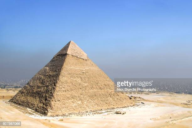 the pyramid of khafre, giza, cairo, egypt - pyramid stock pictures, royalty-free photos & images