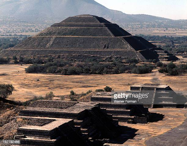 The Pyramid of the Sun with the Pyramids of the Ciudadela in the foreground The city of Teotihuacan became the most influencial city in Mexico The...