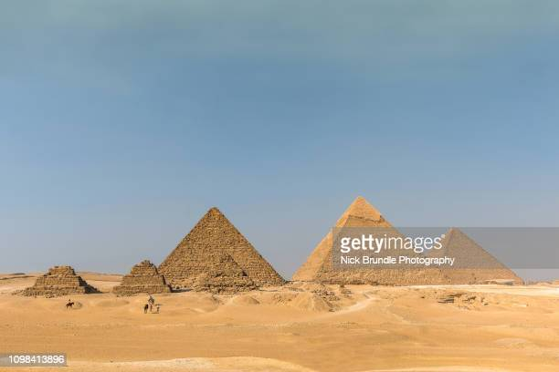 the pyramids, giza, cairo, egypt. - giza pyramids stock pictures, royalty-free photos & images