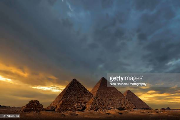 the pyramids, giza, cairo, egypt - pyramid stock pictures, royalty-free photos & images