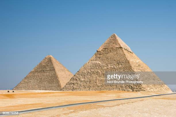 the pyramids of giza, cairo, egypt - pyramid stock pictures, royalty-free photos & images