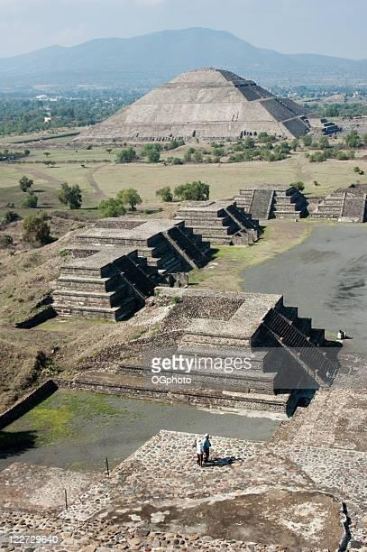 les pyramides de teotihuacán au mexique - ogphoto photos et images de collection