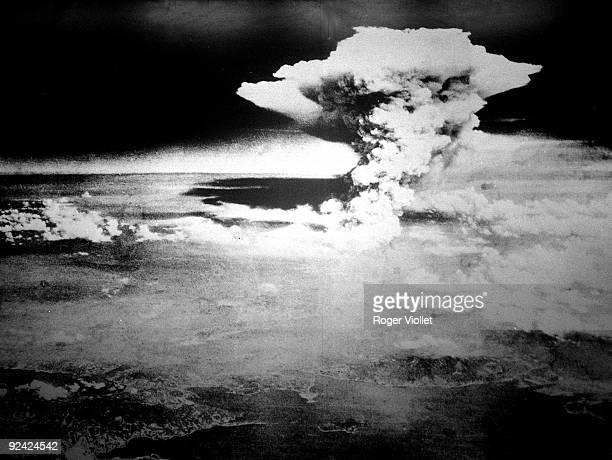 The pyrocumulus, or firestorm-cloud, that engulfed the city of Hiroshima after the US atomic bomb attack on 6th August 1945. The fire reached its...