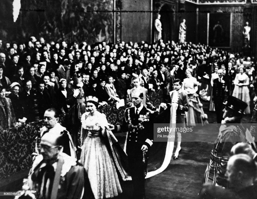 Royalty - The Queen accompanied by the Duke of Edinburgh - Westminster : News Photo