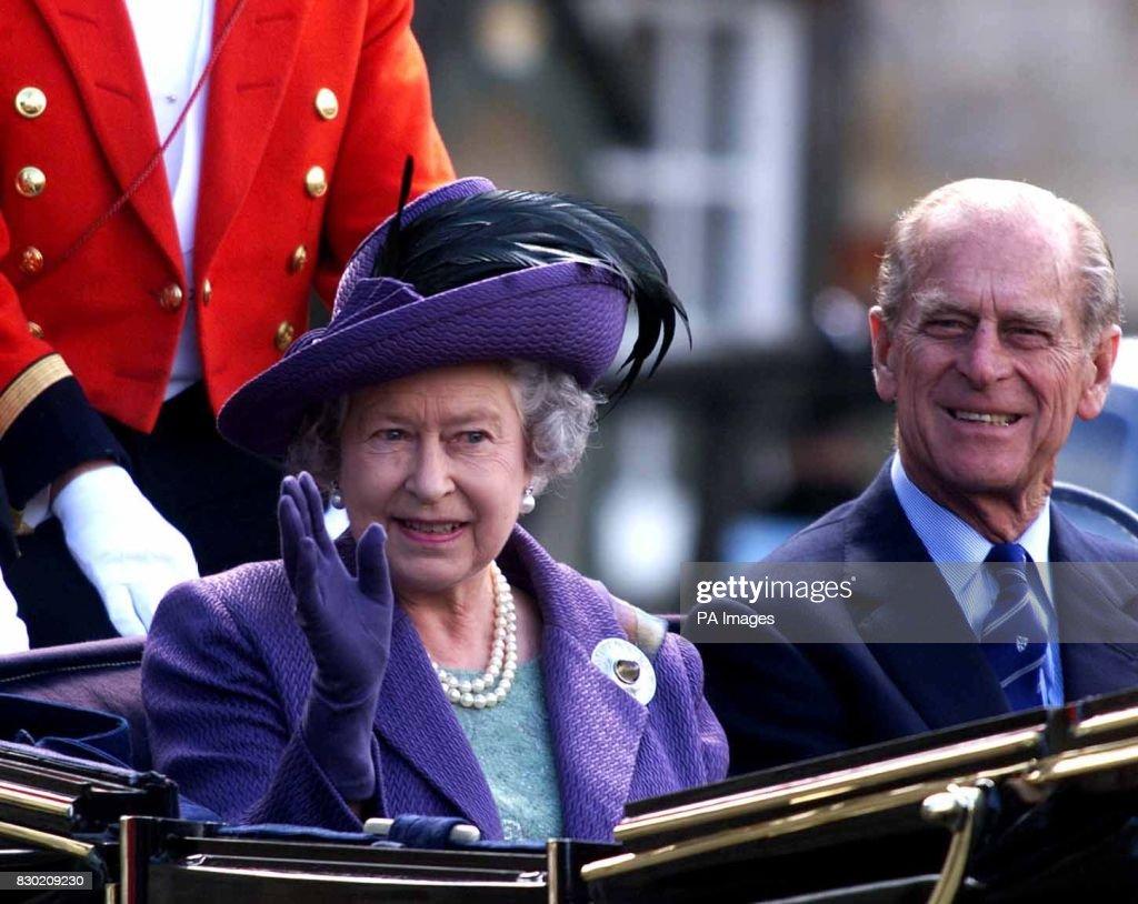 Scottish parliament Queen : News Photo