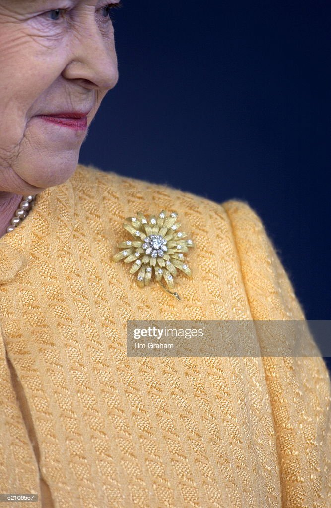 Queen Profile Brooch : News Photo