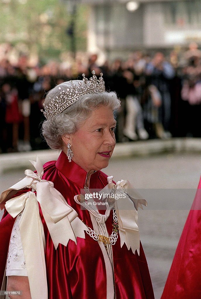 Queen Order Of The Bath : News Photo