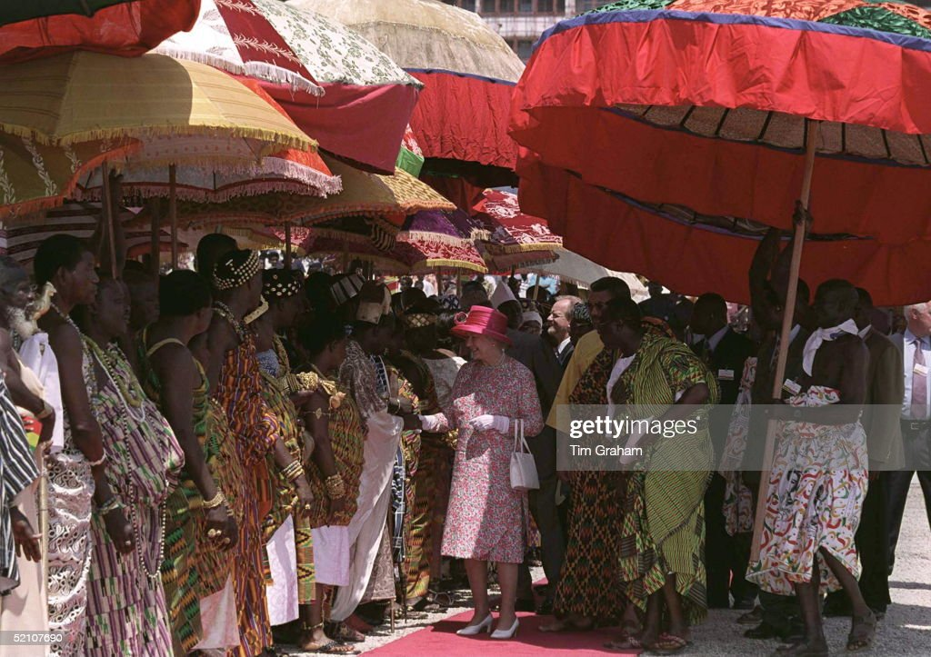 Queen With Chiefs In Accra : News Photo