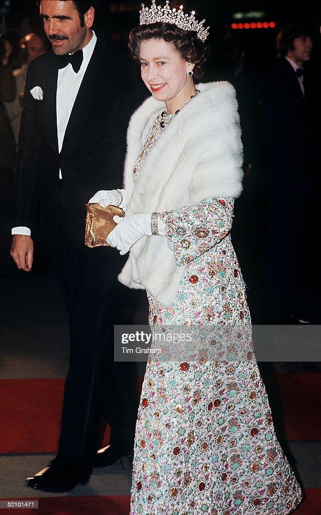 Queen Premiere Fur : News Photo