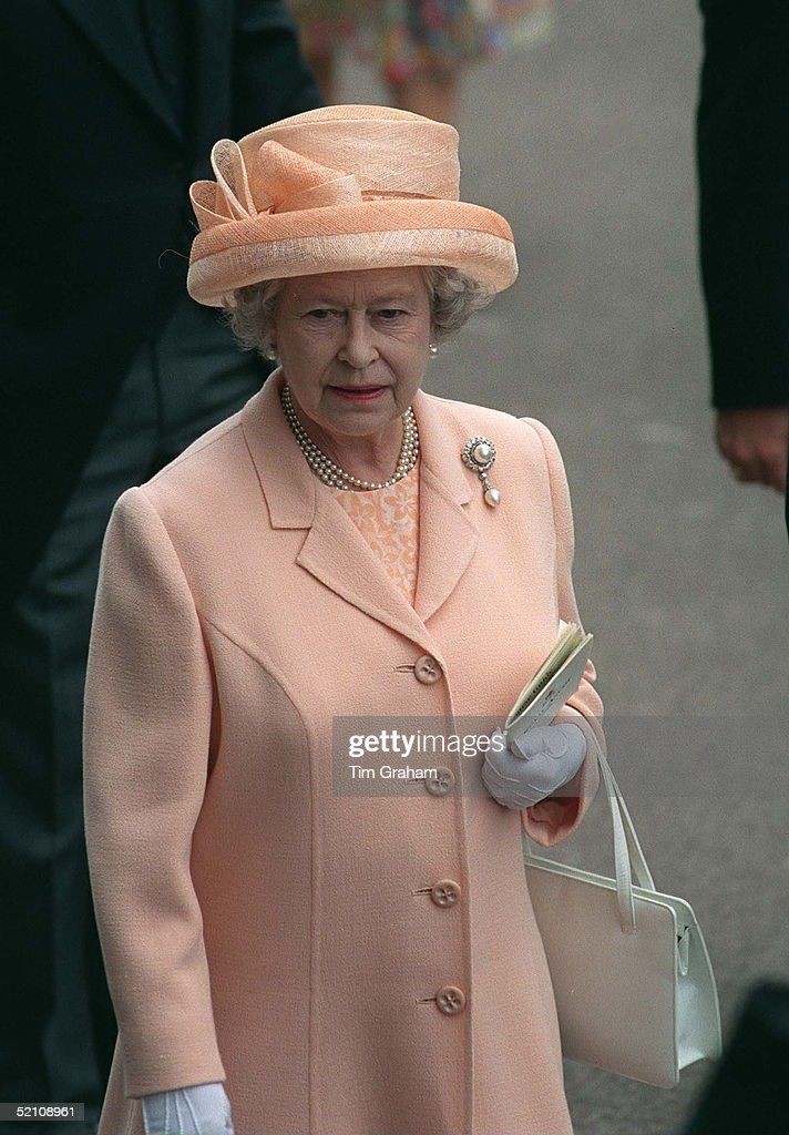 Queen Portrait Ascot : News Photo
