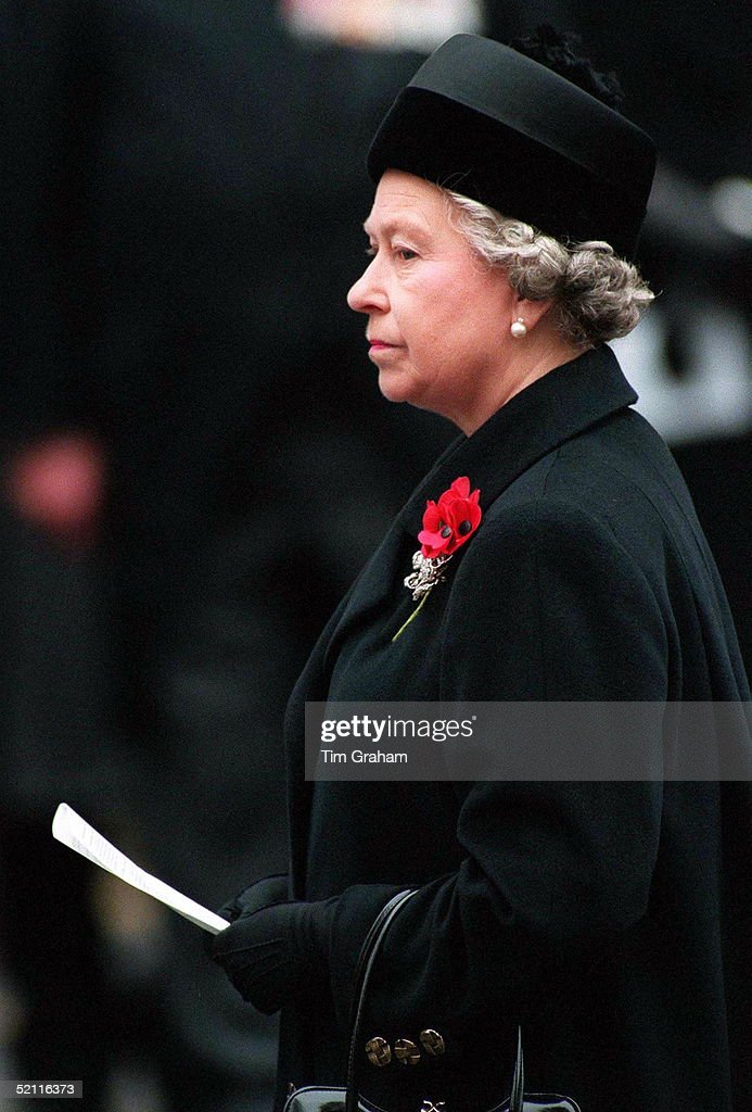 Queen At Cenotaph : News Photo