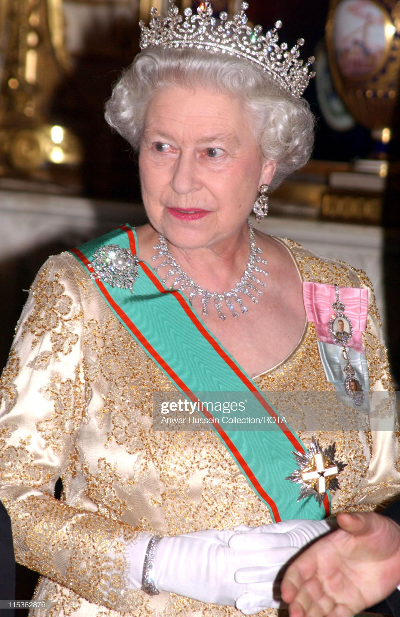 HRH Queen Elizabeth II Welcomes Italian President Carlo Azeglio Ciampi With A State Banquet : News Photo