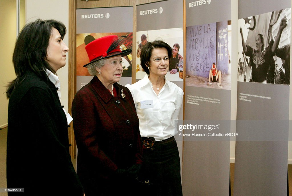 HM The Queen Elizabeth II Presses a Button to File a News Story During a Visit to Reuters - December 13, 2005 : News Photo