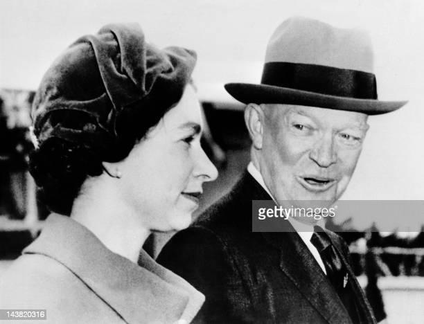 The Queen Elizabeth II is welcomed by President Eisenhower, 18 October 1957 in Washington. - Queen Elizabeth II travels to the United States between...