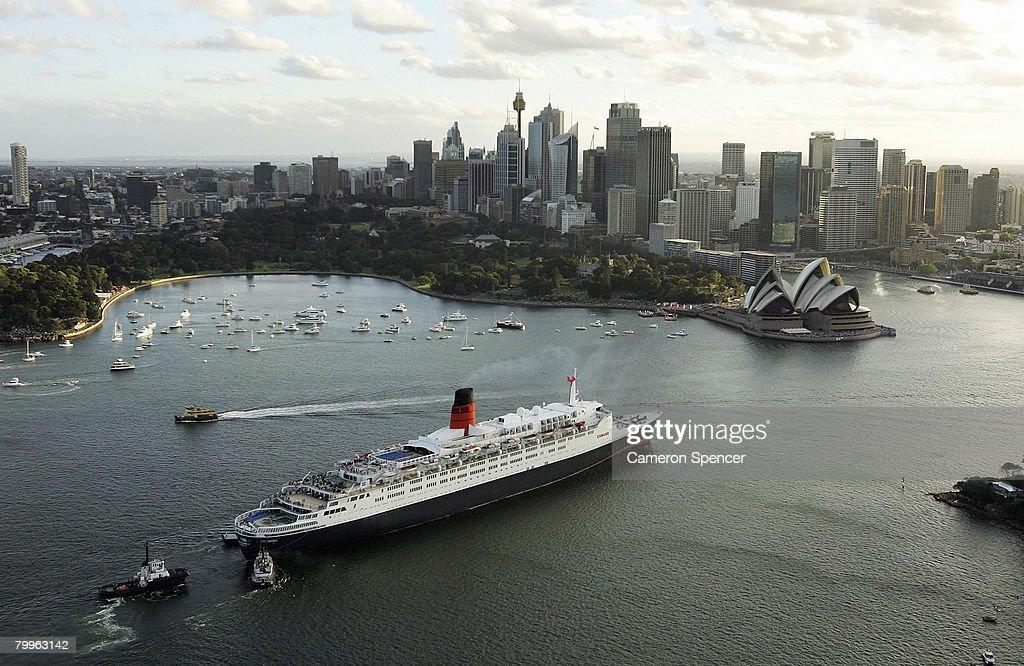 The Queen Victoria & Queen Elizabeth II Rendezvous In Sydney Harbour : News Photo
