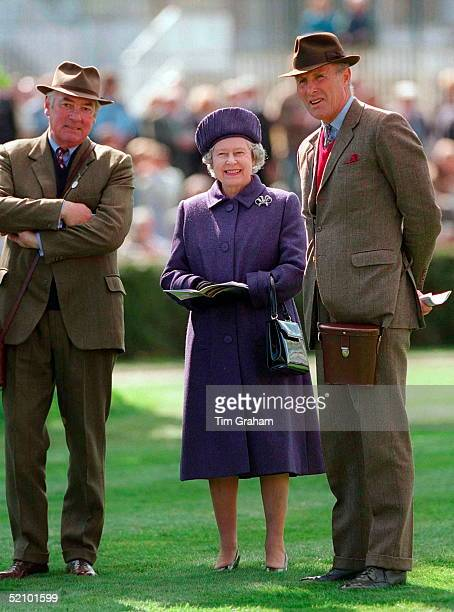 The Queen Enjoying A Day Of Horse Racing At Newmarket. With Her Is Lord Sam Vestey