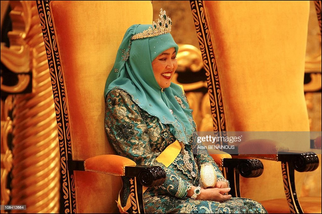 The sixtieth birthday celebration of the Sultan of Brunei, Hassanal Bolkiah and his new wife, Queen Azrina in Brunei Darussalam on July 15, 2006. : News Photo