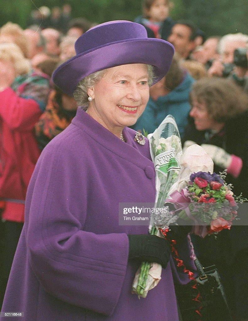 Queen Sandringham Xmas : News Photo