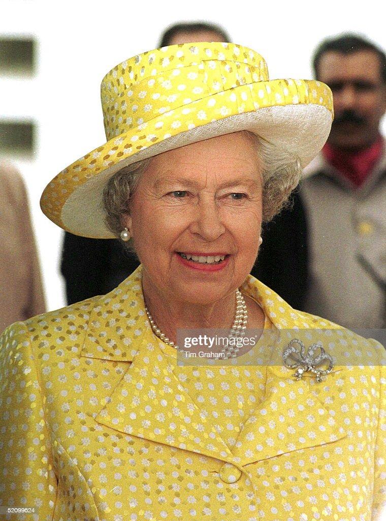 Queen Portrait : News Photo