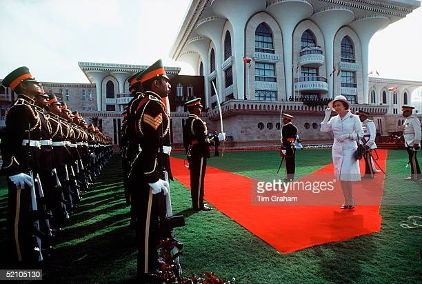The Queen Inspecting The Sultan's Royal Bodyguard In Front Of The Palace In Muscat Oman
