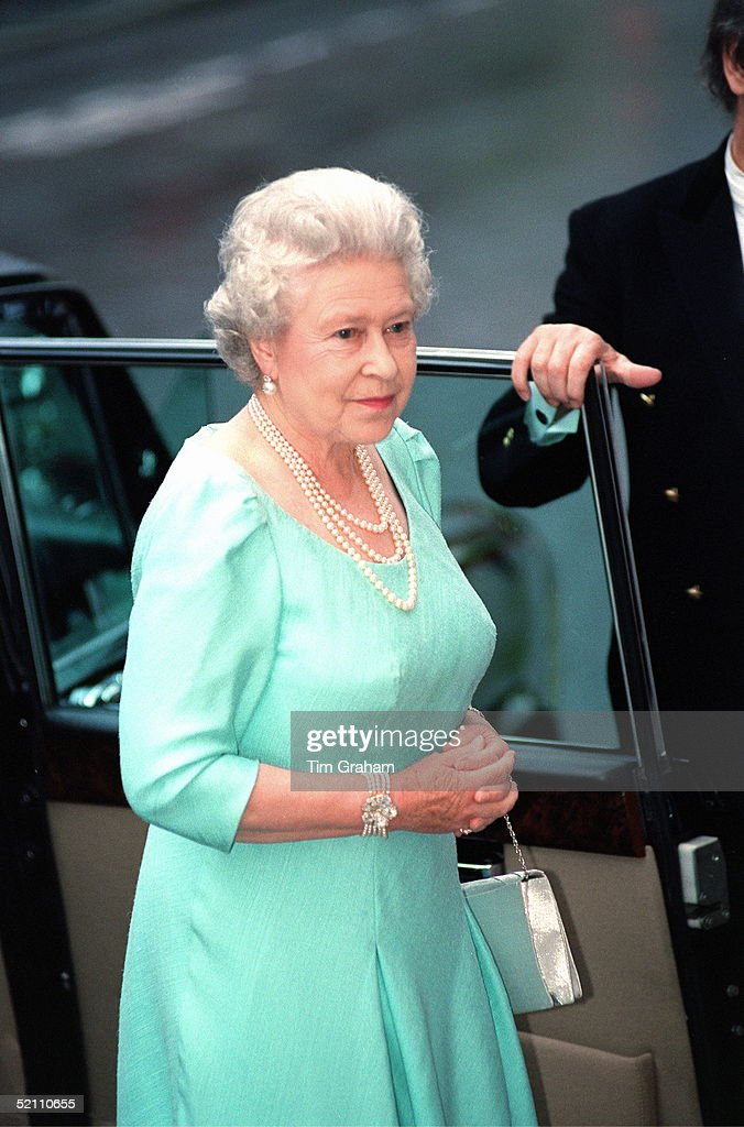 Queen At Opera House : News Photo