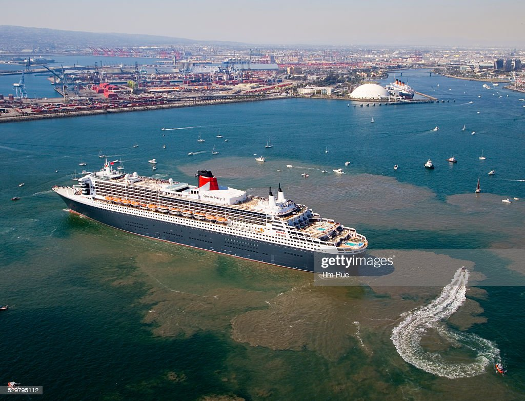 The Queen Mary 2, the largest cruise ship in the world, manuevers