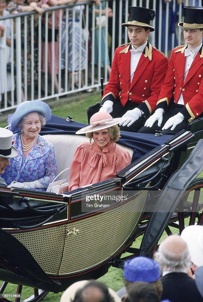 Diana And Queen Mother Ascot Races : Nieuwsfoto's
