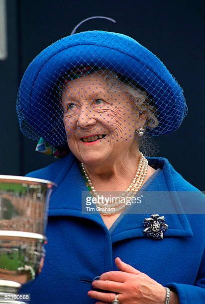 The Queen Mother At Sandown Park Esher Surrey For The Grand Military Gold Cup In Her First Public Appearance Since Her Second Hip Replacement...