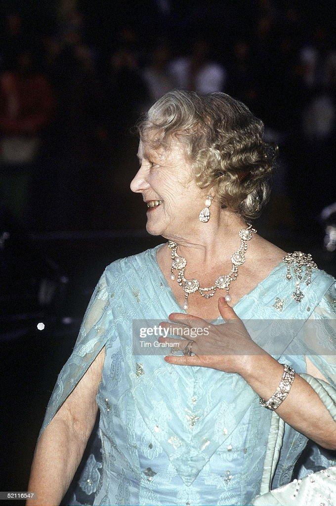Queen Mother Evening Dress : News Photo